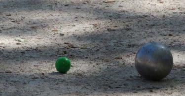 Pétanque avec la marque de boules les Boulenciel