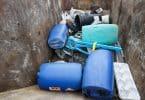 Container de déchets encombrants : bidons, métaux, plastiques